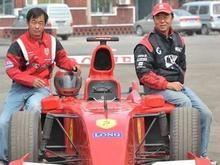 Китайские фермеры построили болид Формулы-1 из мусора