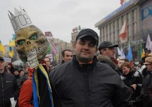 Количество участников акции протеста на Майдане растет, несмотря на непогоду