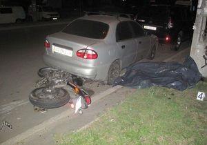 В ДТП в Киеве разбился мотоцикл, погибли пассажир и водитель