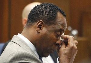 Врача Майкла Джексона признали виновным в смерти певца