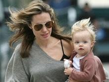 СМИ: Анджелина Джоли усыновит китайца