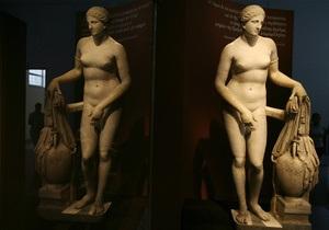 В Катаре, чтобы не шокировать мусульман, музей накрыл экспонаты античных фигур черной тканью