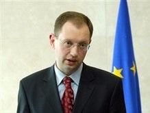 Яценюк обвинил Медведева в нарушении норм международного права