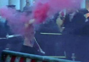 Красный дым. Фоторепортаж со скандальной акции Femen в Ватикане