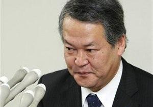 Японский министр, отвечающий на вопросы депутатов двумя фразами, ушел в отставку
