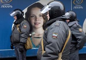 У Манежной площади в Москве дежурят автобусы с ОМОНом и бойцами внутренних войск