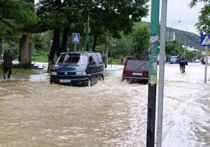 На западе Украины из-за ливней обесточены почти 300 населенных пунктов