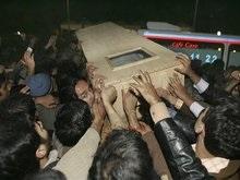 Мир шокирован убийством Бхутто. В Пакистане объявлен траур