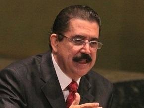 Свергнутый президент Гондураса заявил, что его выдворили из страны в пижаме