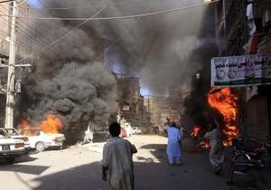 В Пакистане во время пятничной молитвы взорвали мечеть: около 50 погибших