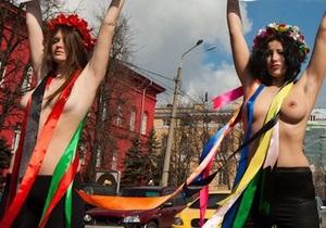 Активистки FEMEN устроили импровизацию  убийства невинного кролика Луценко