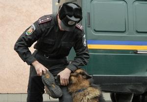 Здание Укрспецэкспорта оцеплено внутренними войсками с собаками