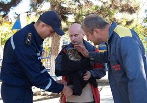 В Крыму спасатели спасли филина, у которого были подрезаны крылья и связаны лапы