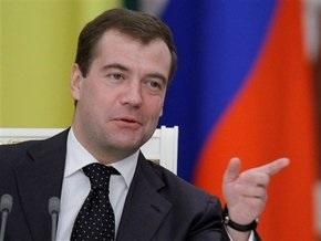 Медведев расписался на школьнике