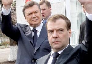 Медведев - Януковичу: Важно давать отпор любым попыткам переписать историю