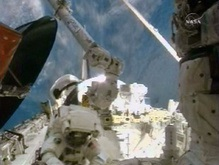 Экипаж Atlantis второй раз вышел в космос