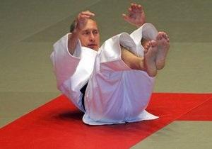 Путин повредил плечо из-за кувырка