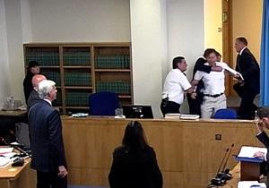 Манифестант прервал выступление Тони Блэра в суде, назвав его военным преступником