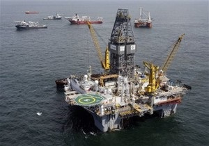 В Мексиканском заливе взорвалась нефтяная вышка