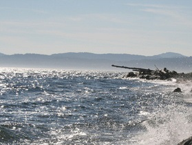Из судов, севших на мель на севере Камчатки, пропало топливо