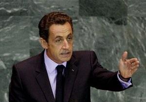Опасения за рейтинг Франции вынудили Саркози прервать отпуск ради экстренной встречи с правительством