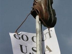 Журналиста, бросившего ботинки в Буша, будет защищать адвокат Саддама Хусейна