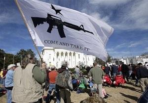 В США сторонники свободной продажи оружия вышли на улицы