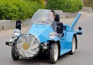Китайский фермер сконструировал автомобиль, работающий от ветра