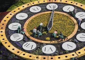 Цветочные часы в центре Киева в четвертый раз сломались
