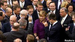 Парламент Германии поддержал план помощи Греции