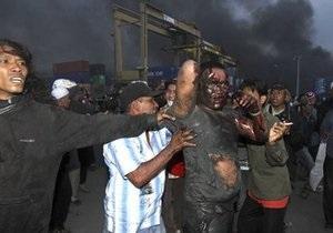 При столкновениях в Джакарте пострадали более 50 человек