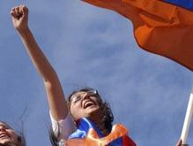 В центре Еревана проходит многотысячный митинг