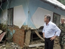 Ющенко залил фундамент дома в одном из сел на Буковине