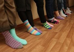 Новости Украины - новости медицины: К Януковичу - в разных носках: Активисты просят власти помочь людям с синдромом Дауна
