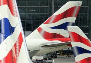 Лондонский аэропорт Хитроу отменил треть рейсов из-за сложных погодных условий