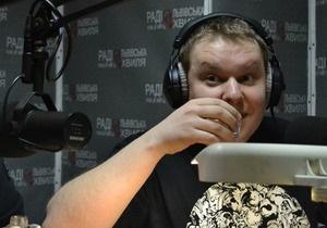 В эфире львовского радио ведущий выпил 750 грамм водки, чтобы показать водителям, как меняется состояние человека