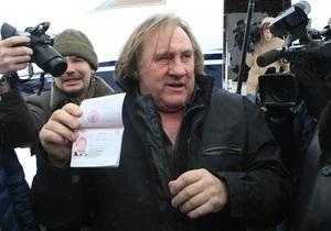 Фотогалерея: Новый русский. Путин вручил Депардье паспорт гражданина России