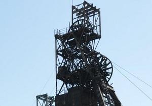 На шахте в Луганской области пять горняков почти два часа провели под завалом