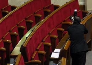 Главой подготовительной группы новой Рады стал Литвин, оппозиция покинула заседание