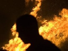 Пламя из мусоропровода охватило высотку на Борщаговке
