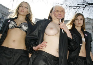 Жен и любовниц министров призвали объявить секс-бойкот членам Кабмина