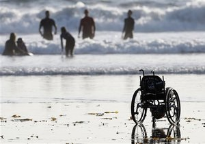 Француз, который лишился рук и ног, намерен переплыть пять проливов в разных частях света