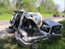 В Ивано-Франковской области вдоль дорог расставят разбитые авто