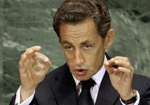 Румыния попросила Саркози остановить высылку цыган из Франции
