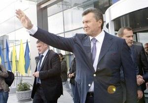 Янукович проехался в киевском метро