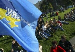 Опрос: За год рейтинг Партии регионов упал почти втрое, БЮТ - не изменился