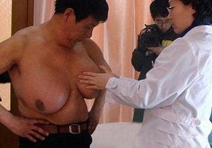 В Китае мужчине удалили огромные молочные железы