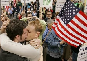 Дочери Клинтона запретили поддерживать в рекламе однополые браки
