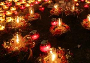 В Праге почтили память жертв репрессий акцией Зажги свечу памяти