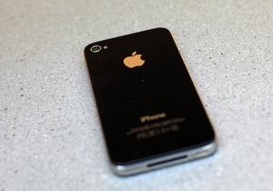 Apple меняет крепления на корпусах iPhone 4